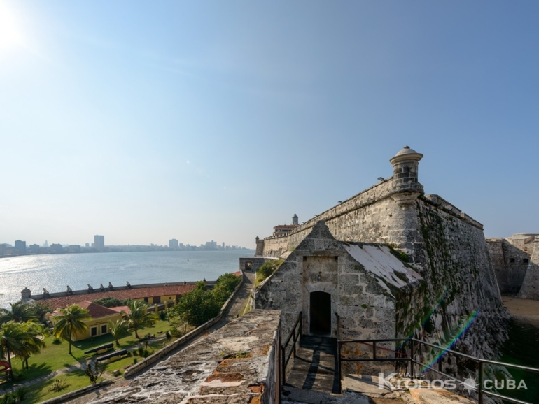 Los Tres Reyes del Morro Fortress - Colonial and Modern Havana City Tour