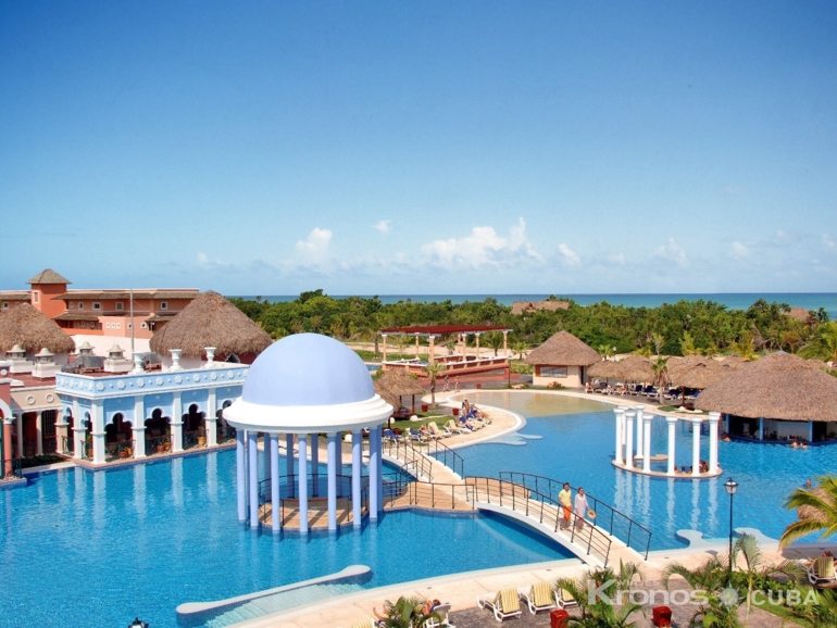 Panoramic pool view - Hotel Iberostar Varadero