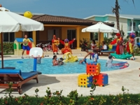 Children's activities at the pool