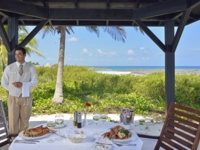 Lunch services with seafood at the beach