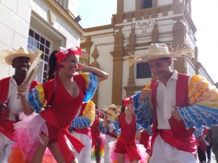 """""""One Hour Of Cuban Folklore"""" Tour"""