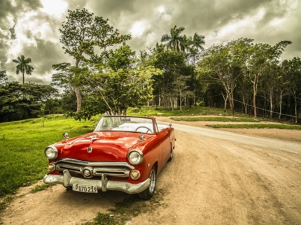 """Ride to Valley of the Topes de Collantes Natural Park in Old Fashion American Classic Cars"" Tour"