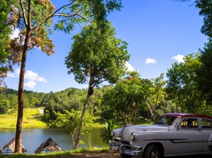 """Ride to Las Terrazas in Old Fashion American Classic Cars"" Tour"