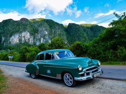 """""""Ride to Viñales in Old Fashion American Classic Cars"""" Tour"""
