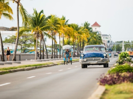 """""""Ride to Cienfuegos in Old Fashion American Classic Cars"""" Tour"""